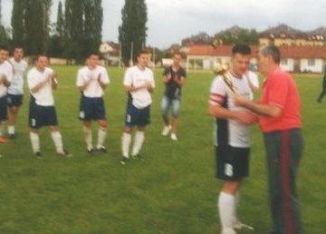 Dodela pehara kapitenu ekipe Dunava pobedniku KUP-a